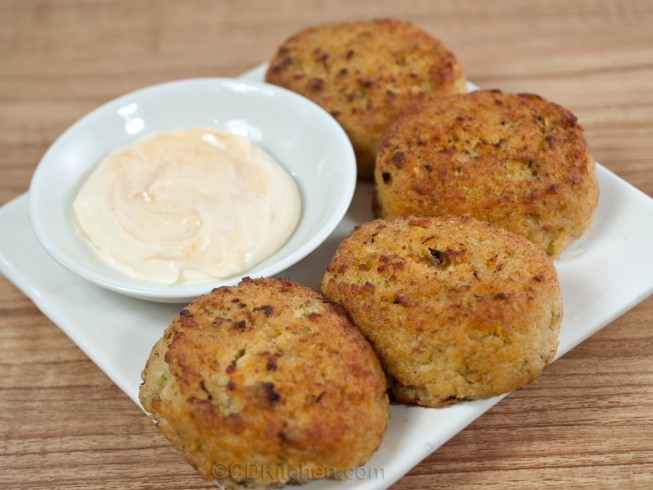 American Simple Crab Cakes with Spicy Mayonnaise Appetizer
