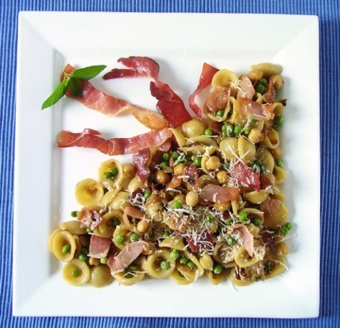 American Green and Gold Peas With Pasta Dinner