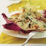 Australian Salad of Apples and Fennel to Hazelnuts Sauce to the Roquefort Appetizer