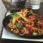 American Spaghetti with Spicy Tomato Sauce and Chickpeas Appetizer