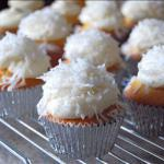 Canadian Snowflake Cupcakes with White Frosting Dessert