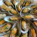 American Mussels with Garlic Sauce and White Wine Dinner