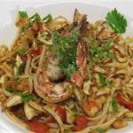 American Pasta with Seafood and Fresh Tomatoes Appetizer