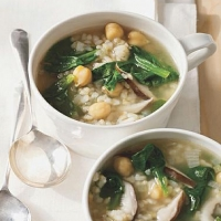 British Hearty Spinach and Chickpea Soup Soup