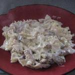 American Farfalle with Creamy Sauce with Bacon and Chicken Appetizer