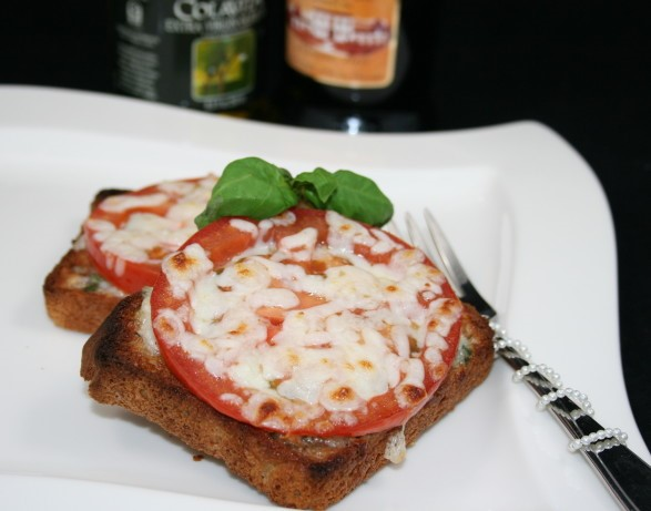 American Broiled Tomato Cheese Sandwich Appetizer