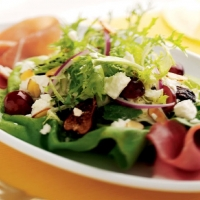 Romanian Lettuce and Feta Cheese Salad Appetizer