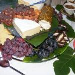 American Assorted Cheeses Fresh Fruit and Fruit in Shell Dessert