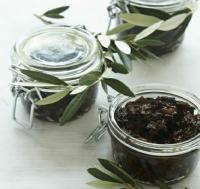 Italian Fig and Olive Chutney Appetizer
