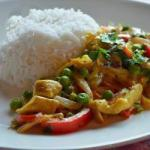 American Chicken Curry with Sweet Peppers and Peas Appetizer