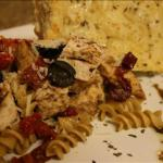 Canadian Whole Grain Rotini with Balsamic Chicken and Sun Dried Tomatoes Dinner