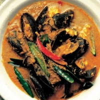 American Pineapple Curry of Mussels Soup